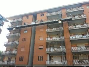 Rifacimento facciata con utilizzo di Ponteggi Elettrici Ponteggi Elettrici Roma